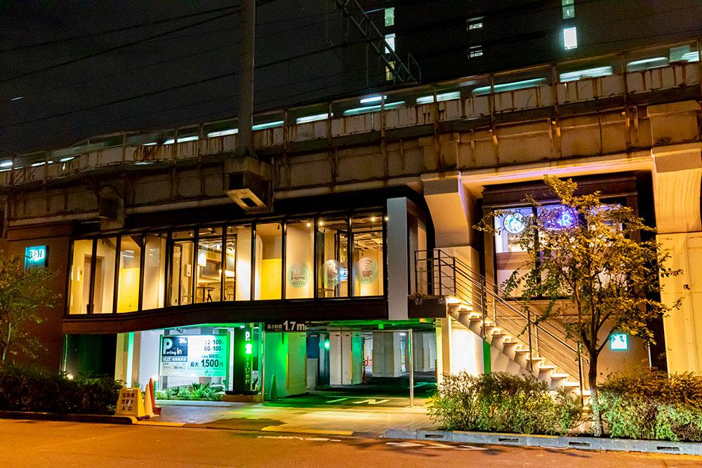 高架下にあるUNDER RAILWAY HOTEL AKIHABARA 外観