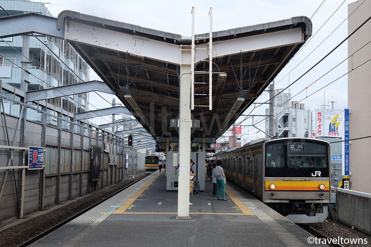 武蔵新城駅に停車中のJR南武線 立川行き