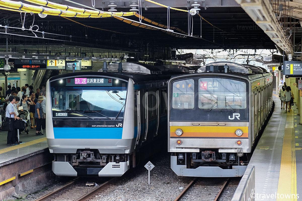川崎駅で並ぶJR京浜東北線とJR南武線