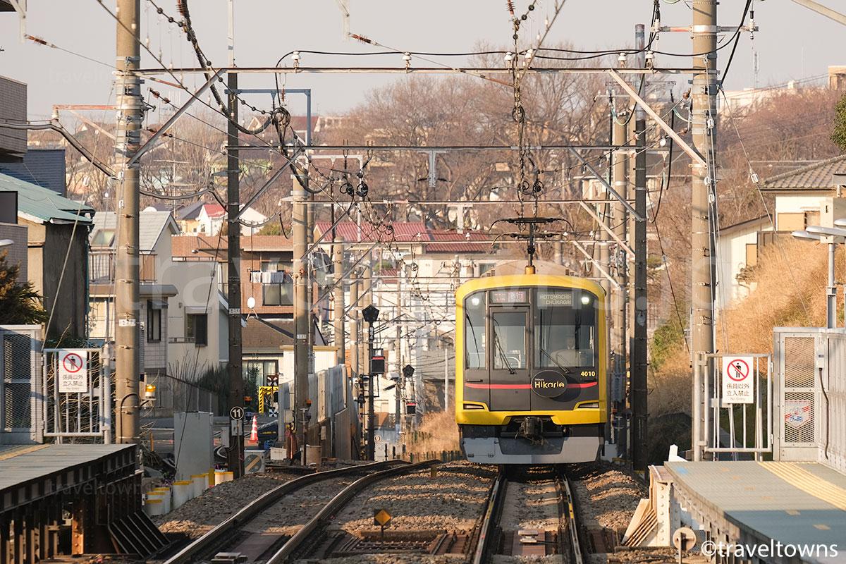 妙蓮寺駅近くを走る東急5000系Shibuya Hikarie号