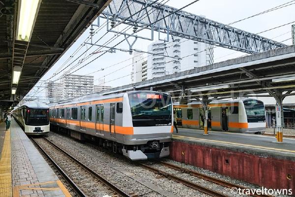 高尾駅に停車中の中央線E233系