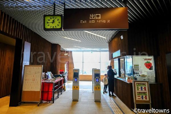 小淵沢駅の改札口