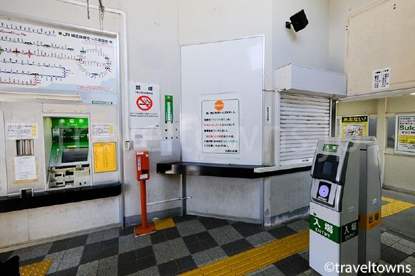 改札はSuicaが利用できる。みどりの窓口は2017年3月3日で営業終了。