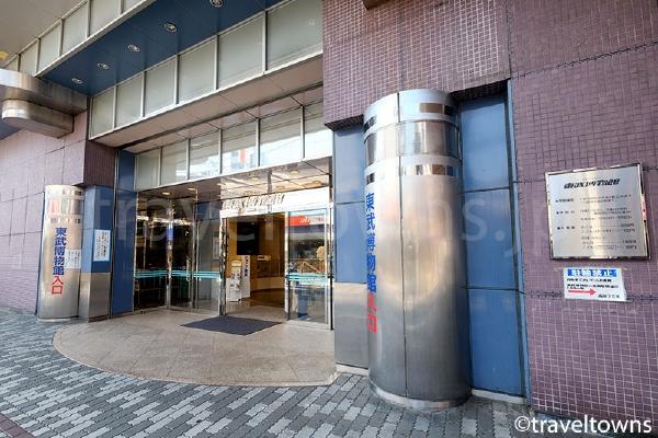 高架下にある東武博物館は駅からすぐ