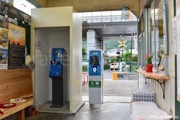 禾生駅の改札口、SuicaやPASMOなどの交通系ICカードが利用できる