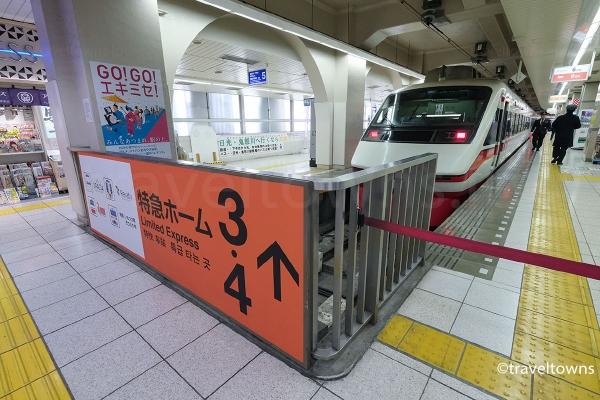 東武伊勢崎線の特急ホーム