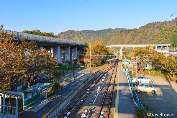 禾生駅ホームと中央リニア新幹線の実験線