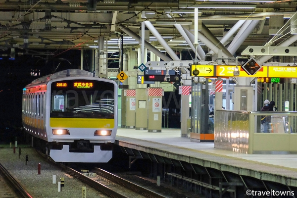 武蔵小金井駅に到着したJR中央・総武線各駅停車の武蔵小金井行き
