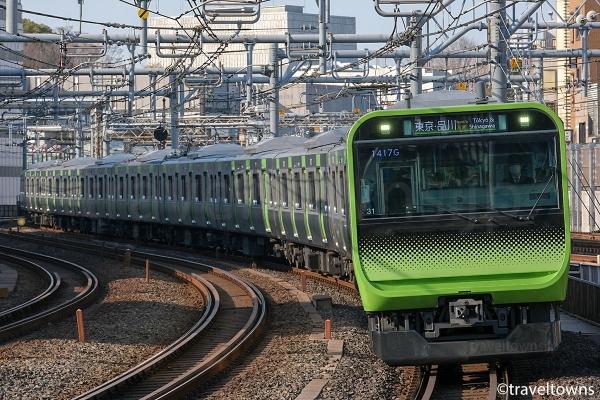 御徒町駅に到着するJR山手線