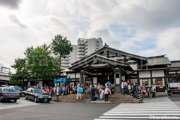 高尾駅舎と北口