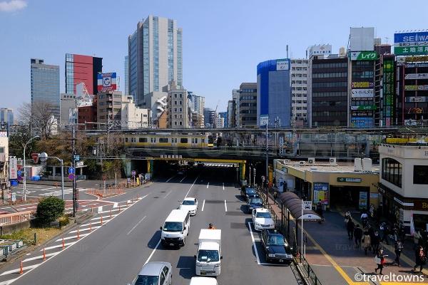 飯田橋駅東口と目白通り