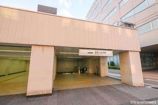 甲州街道側にある京王八王子駅の西口出口
