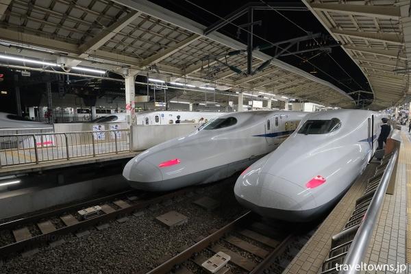 東京駅で並ぶ東海道新幹線