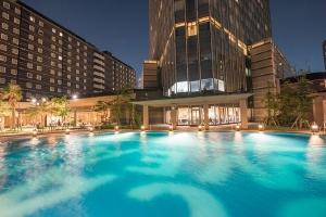 アパホテル&リゾート〈東京ベイ幕張〉ナイトプール