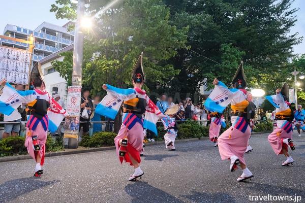 八坂駅側の八坂演舞場は混雑もなくゆっくり観られる