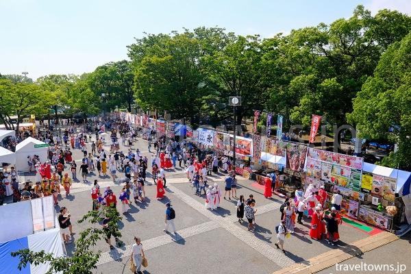 代々木公園ステージ、NHK前ストリート会場スタート地点近くにある飲食ブースやPRブースが出店