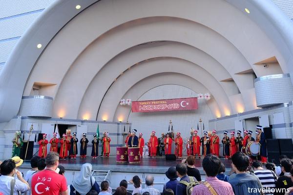 ステージイベントではトルコの伝統音楽などが披露される