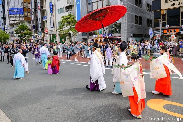 大門通りでの神輿渡御