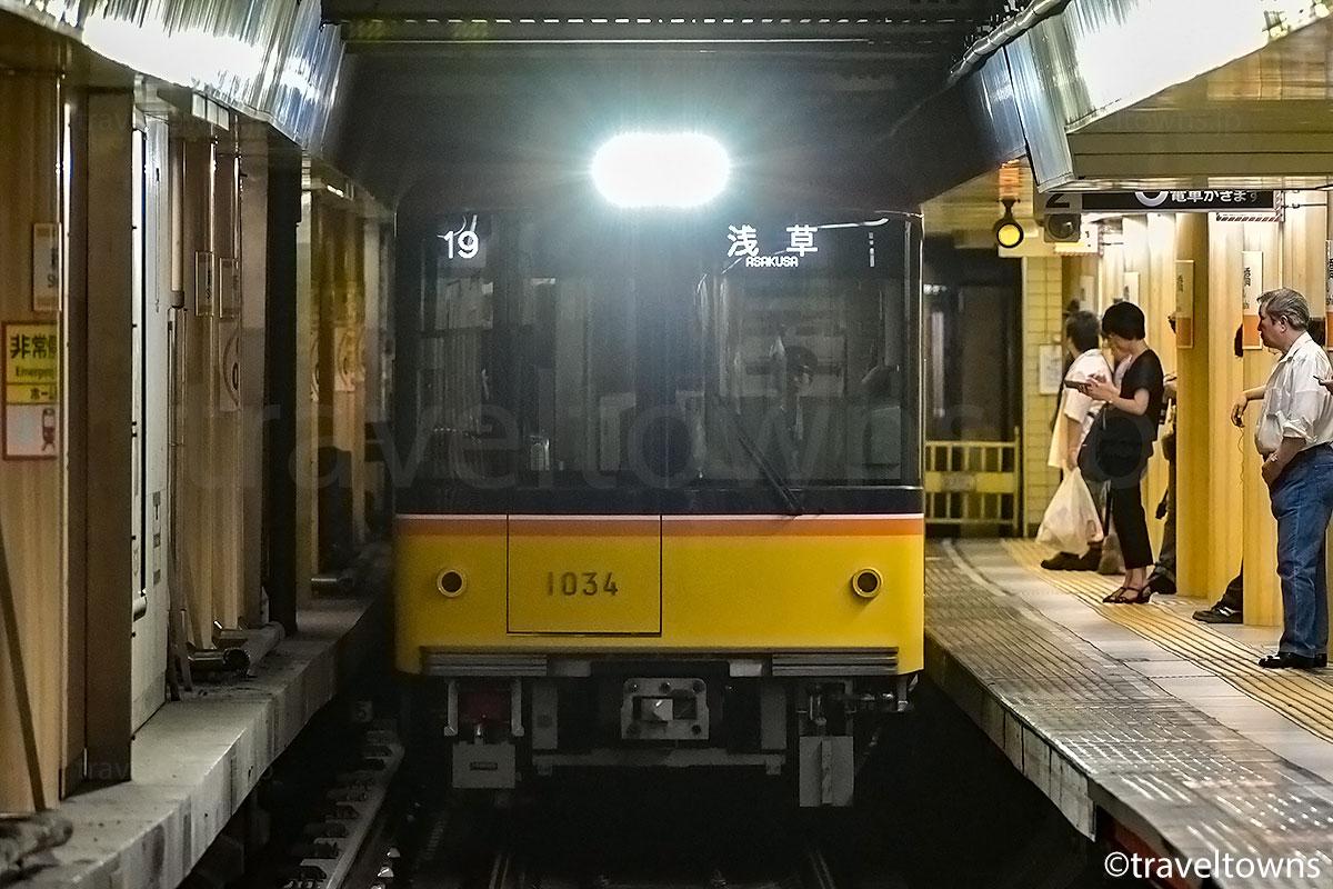新橋駅に到着する東京メトロ銀座線の1000系