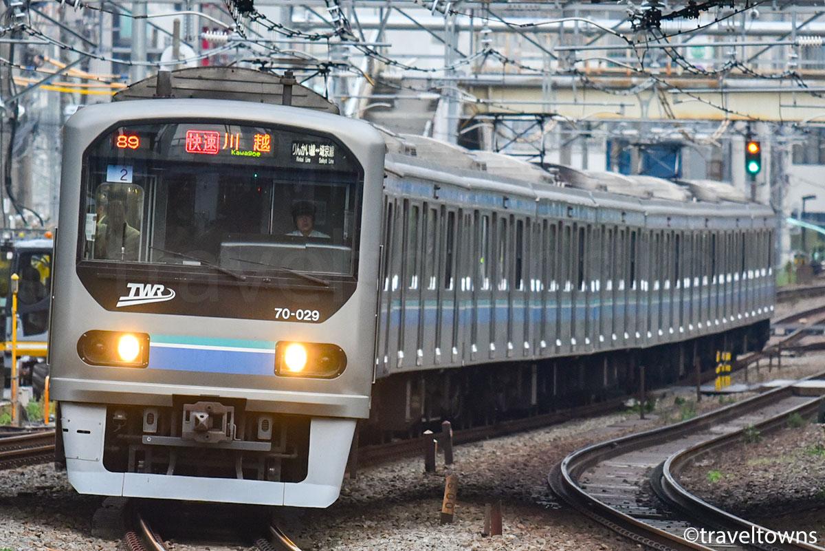 恵比寿~渋谷駅間を走るJR埼京線直通のりんかい線70-000形