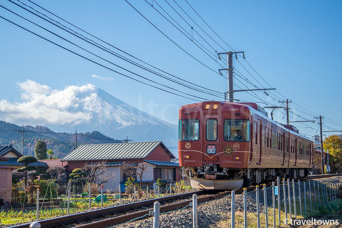 富士山と快速 富士登山電車