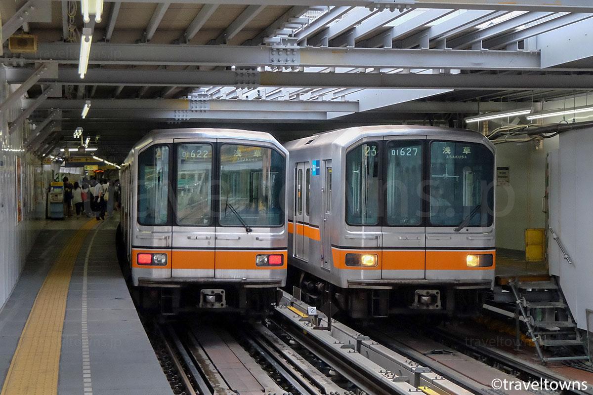 工事中の渋谷駅で並ぶ東京メトロ銀座線の01系