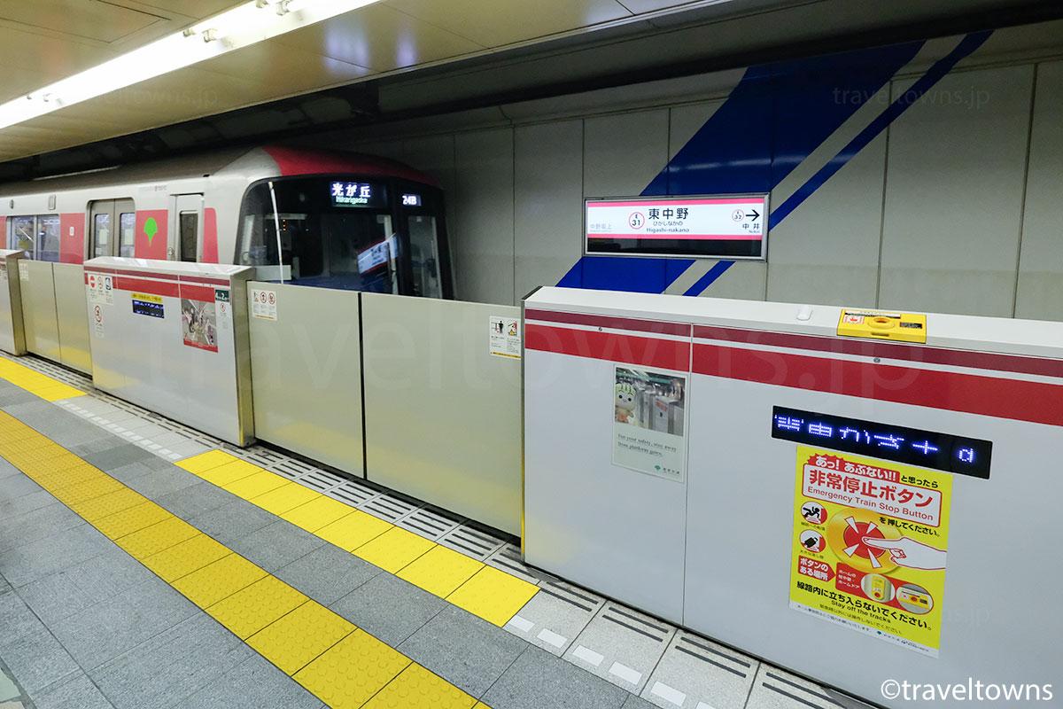 都営大江戸線の全駅にホームドアが設置されている