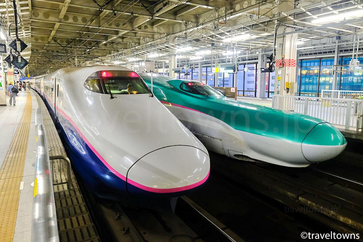 仙台駅で並ぶ東北新幹線のE5系とE2系1000番台