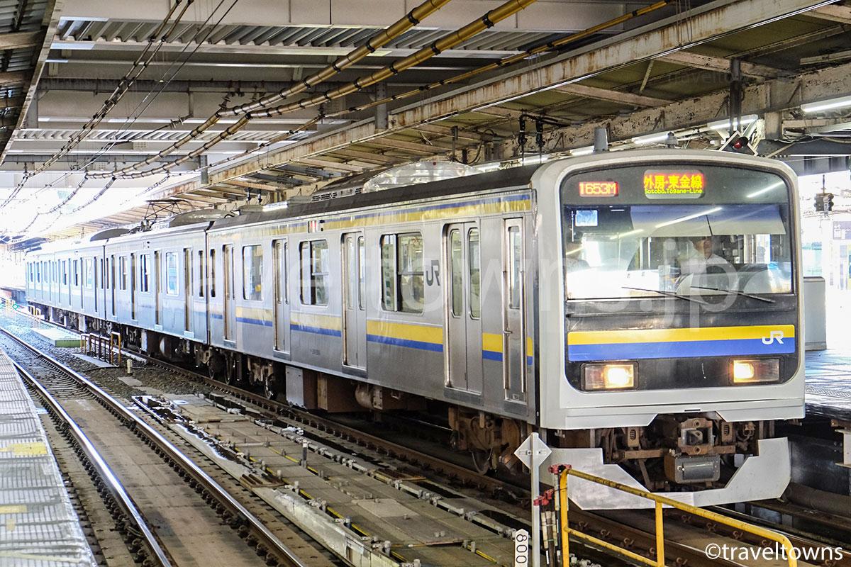 千葉駅に停車中の外房・東金線の直通電車