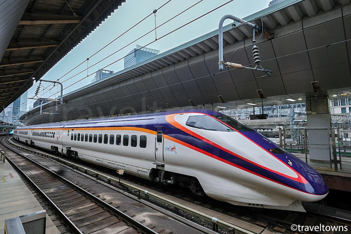 東京駅に停車中の山形新幹線 E3系