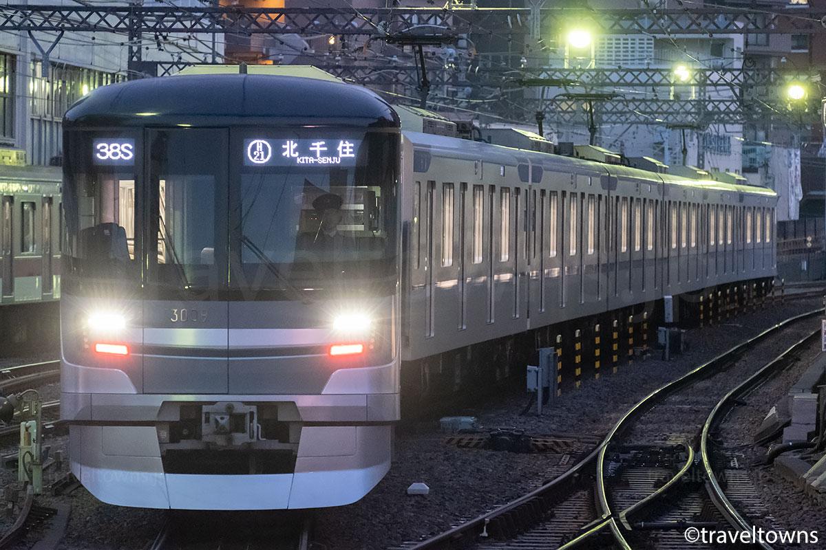 中目黒駅の引き上げ線で折り返す東京メトロ13000系