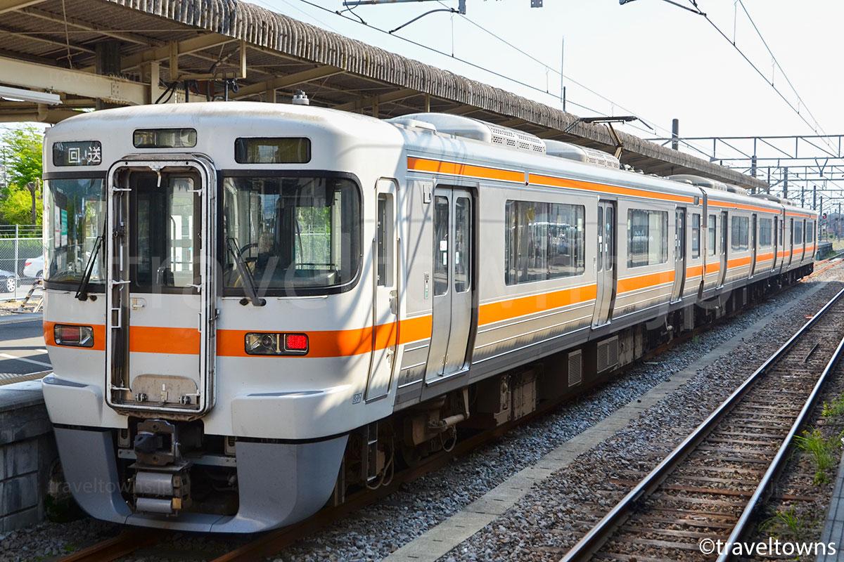 御殿場駅に停車中のJR御殿場線(313系2500番台)