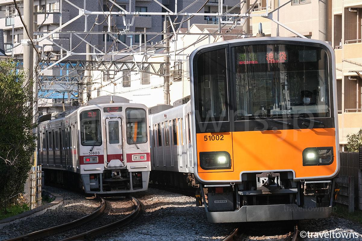 下板橋~北池袋駅間を走る東武東上線