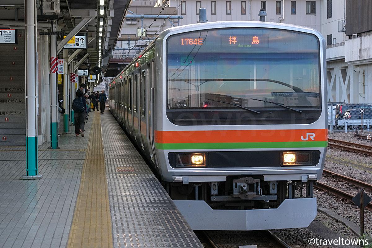 八王子駅に停車中のJR八高線・拝島行き