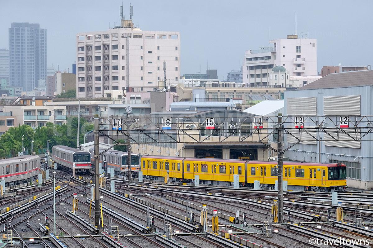 中野車両基地と東京メトロの1000系、01系、02系、