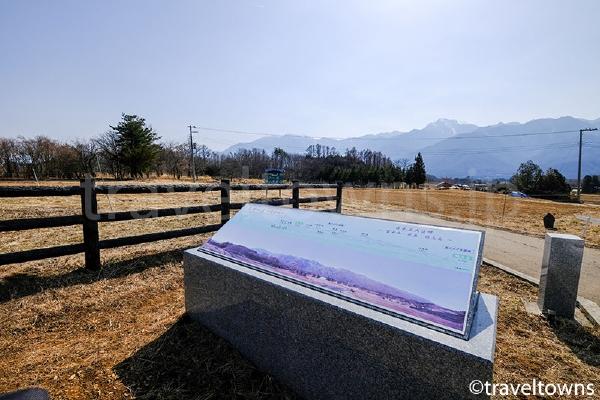 日本三大巨峰の案内板を見ながら山々の景色を楽しめる