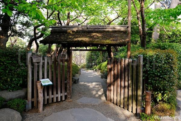 日本庭園への入口