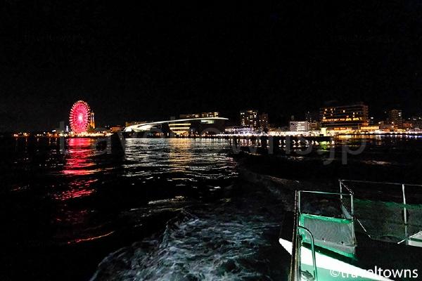 夜は出港時に夜景も楽しめる