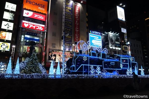 クリスマスシーズンのイルミネーション