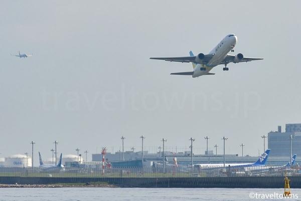 羽田空港のC滑走路(34R)を離陸した飛行機