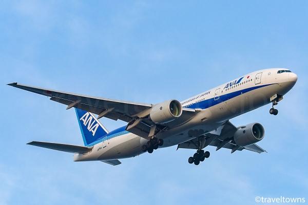羽田空港のB滑走路(22)に着陸するANAのB777-200