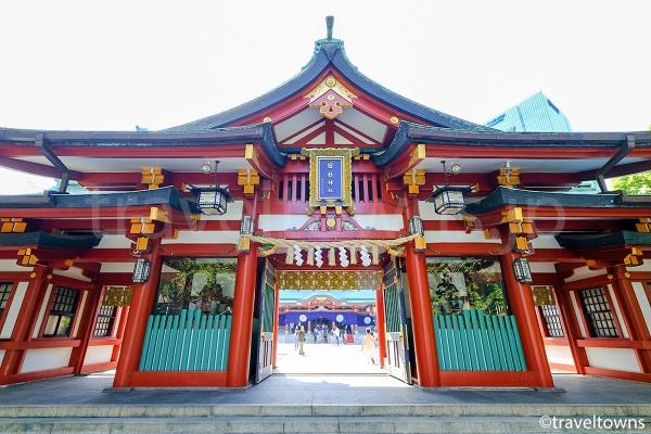 表参道(山王男坂)を登ると現れる神門