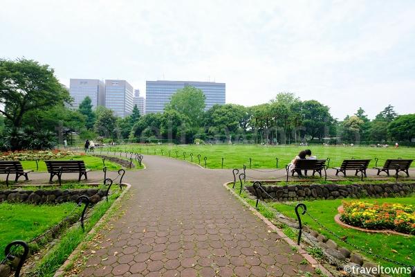 花壇のある広場