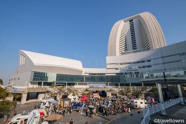 パシフィコ横浜の国立大ホールとヨコハマ グランド インターコンチネンタル ホテル
