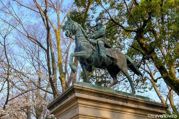 有栖川宮熾仁騎馬像