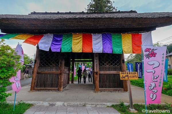 国指定重要文化財の山門(仁王門)
