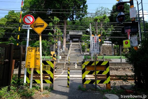 JR青梅線の乗願寺踏切