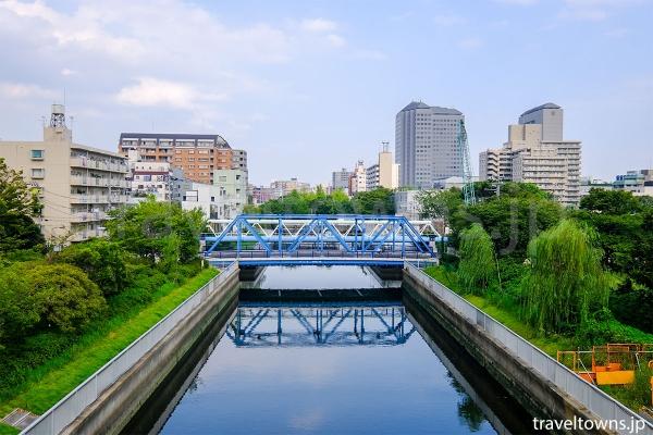 公園内を流れる仙台堀川