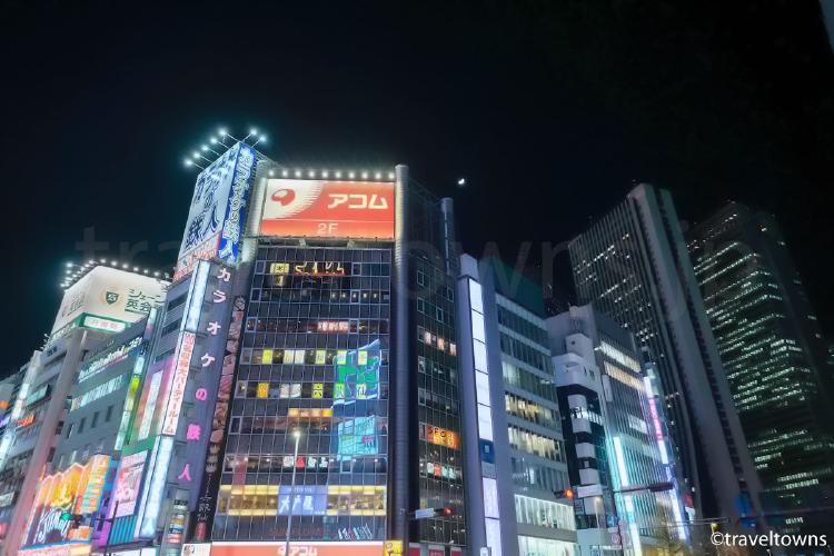 新宿大ガード西交差点(アニメ『君の名は。』に登場)