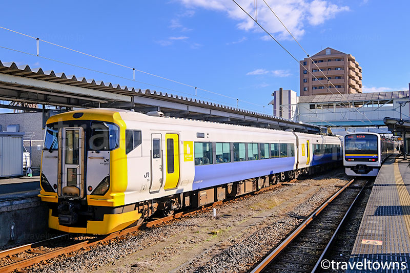 銚子駅に停車中の特急しおさい(E257系500番台)